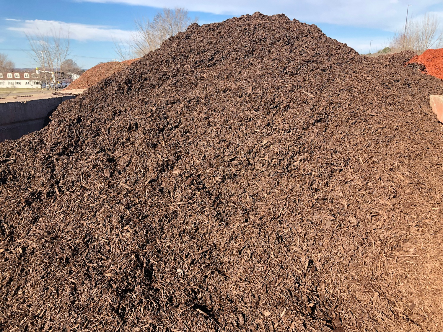 Bulk Brown Dark Walnut Mulch