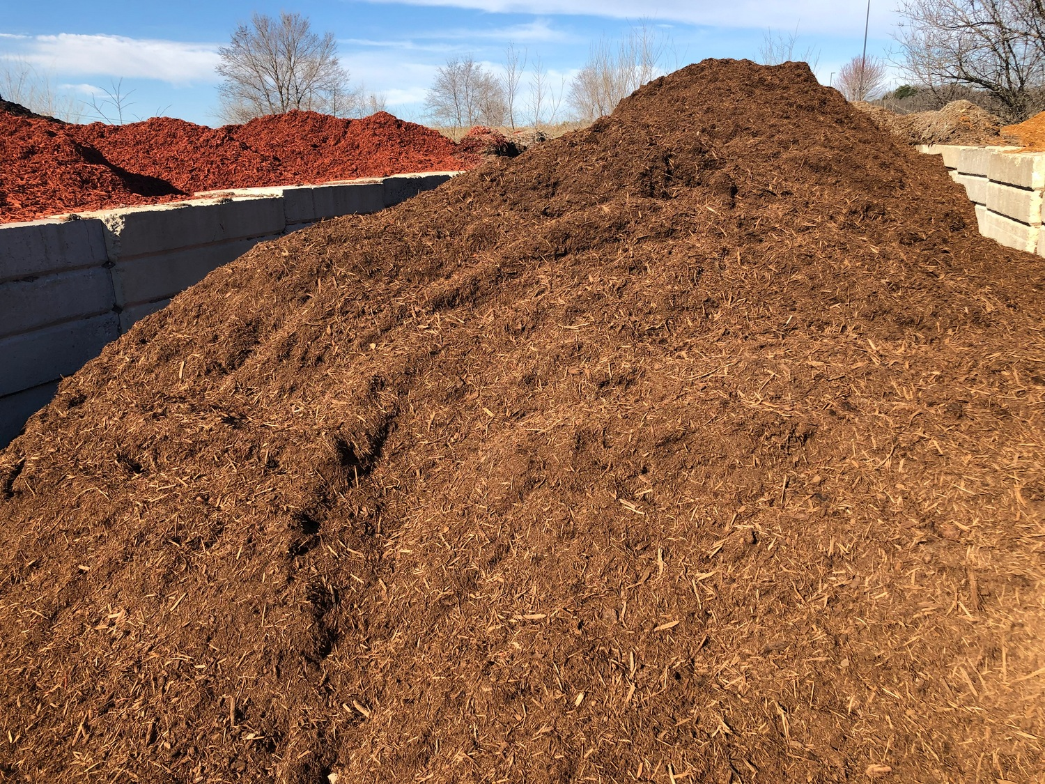 Bulk Natural Dark Mulch